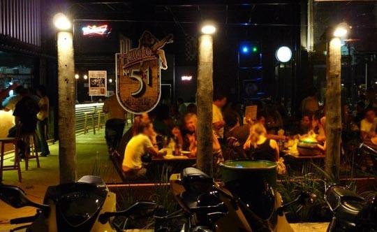 foto bar Hangar 51