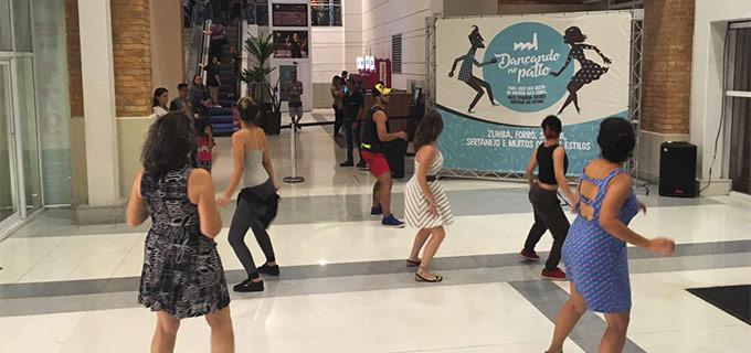 Dançando no Pátio