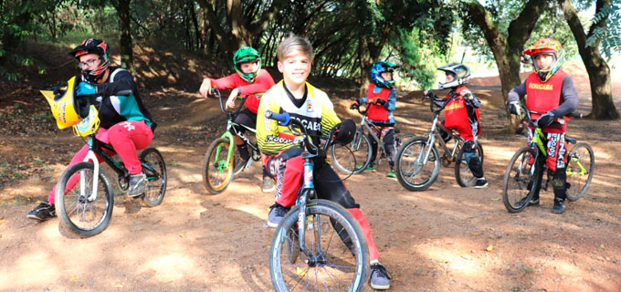 grupo infantil de bicicross do Clube Sorocabano