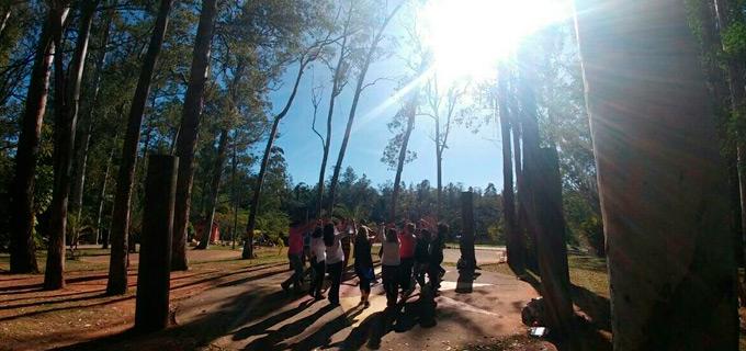 Dança circular no Parque Chico Mendes