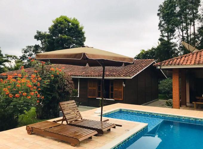 Sitio em condominio fechado ha 7km do paraquedismo Casa de campo inteira hospedado por Camila