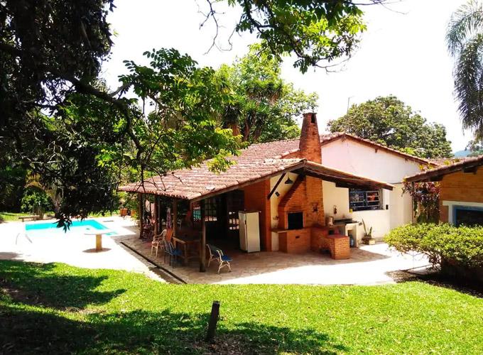 Sitio tranquilo em Aracoiaba da Serra SP Casa de campo inteira hospedado por Fred
